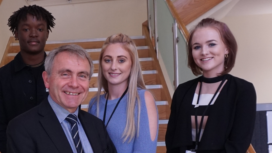 Young Advisors meet the Minister